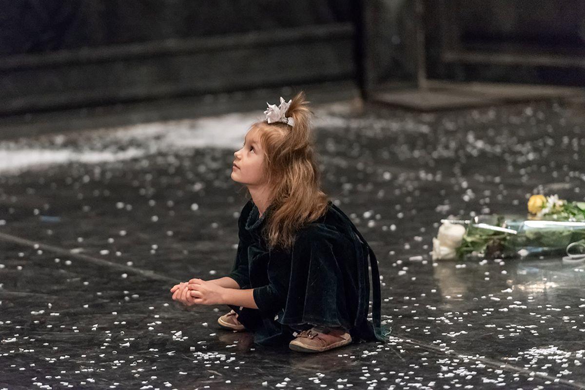 Борисов Алексей (Саратов). Саратовский театр оперы и балета, после спектакля.